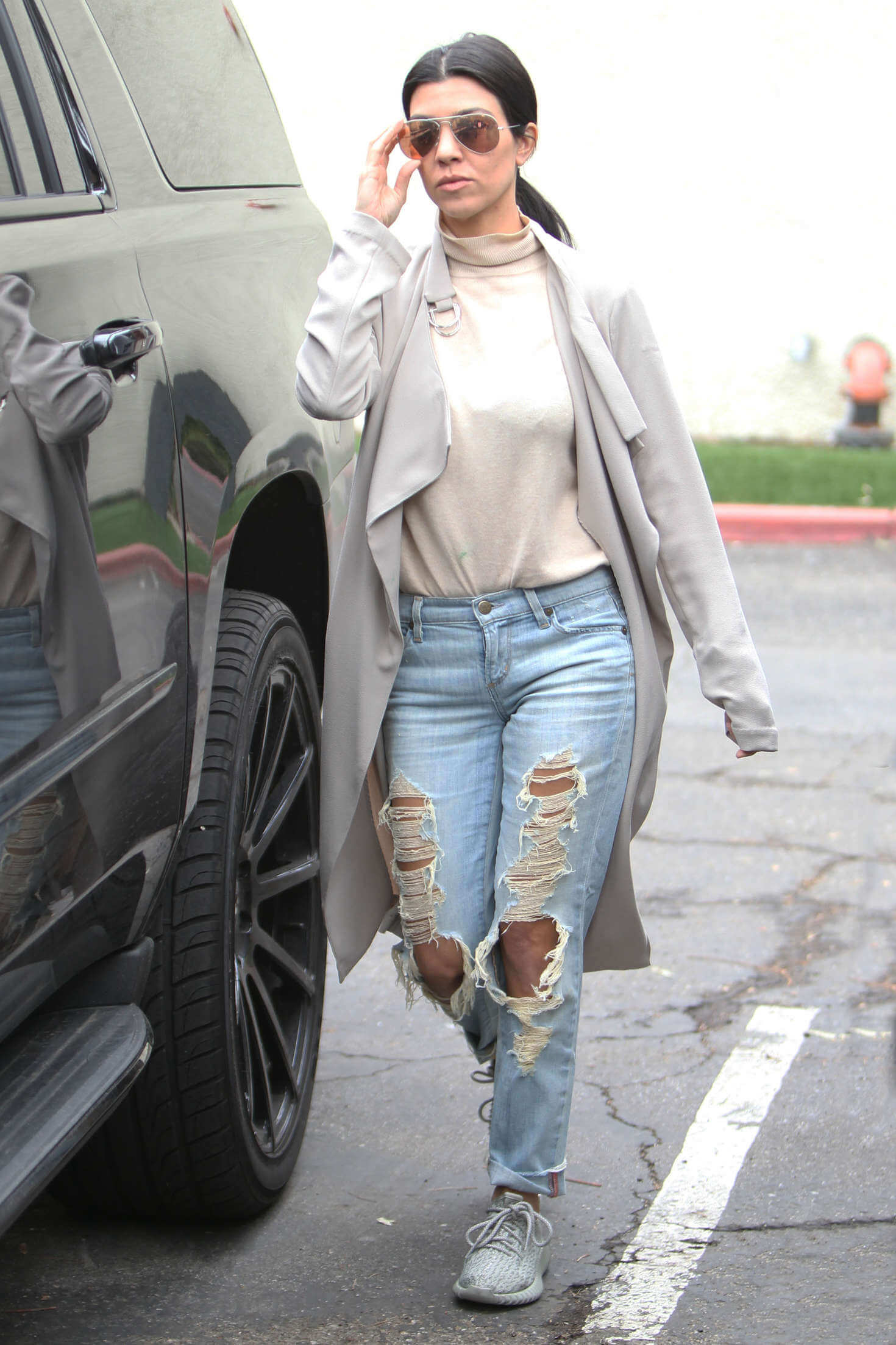 10 Stylish Ways to Wear Boyfriend Jeans for Every Occasion 8
